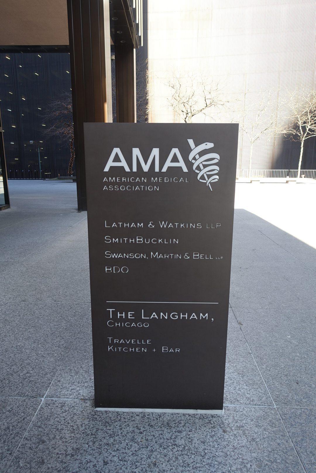 這棟建築目前主要是美國醫學協會使用,而酒店主要佔據2~13樓 圖文來自於:Tr...