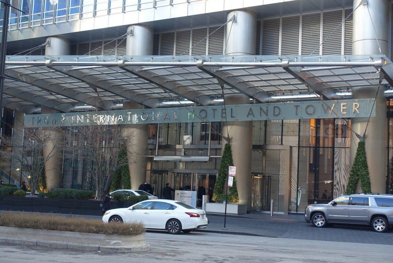 看看對街的川普酒店,門面就是大氣的多!是不是很有即視感 XD 圖文來自於:Tri...