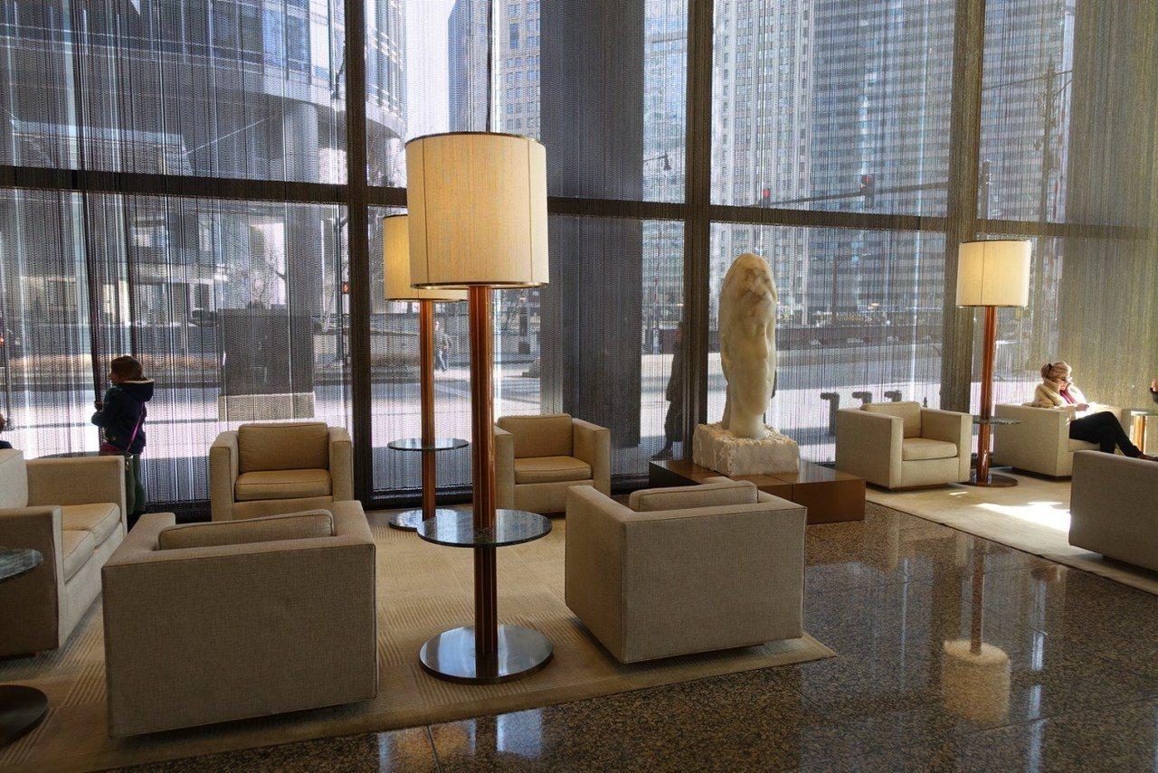 看過我幾次介紹過芝加哥酒店,應該會發現芝加哥的酒店,一樓往往就是大廳,所有Che...