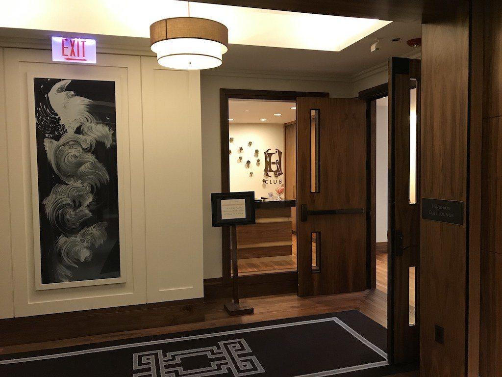 因為我們這次的住宿,是含有行政酒廊待遇的房間,所以櫃檯人員很快地就邀請我們到12...