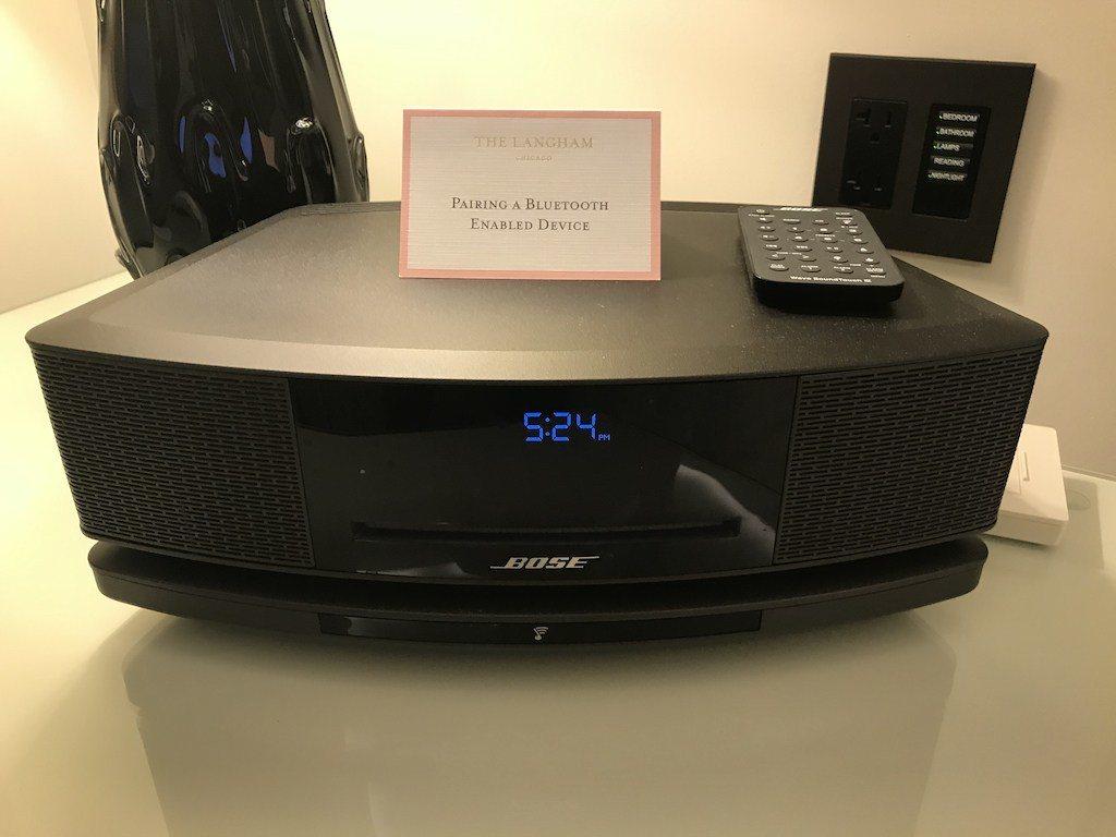 床頭櫃上是Bose音響 圖文來自於:TripPlus
