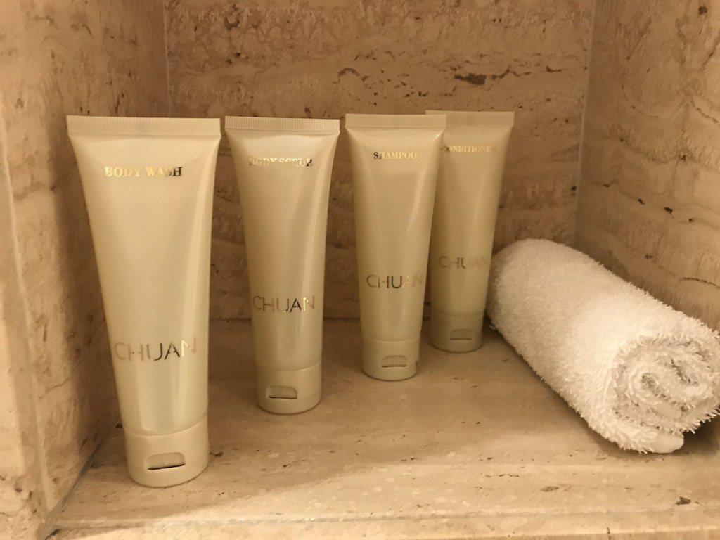 比較有趣的是備品,並不是使用知名品牌,而是飯店本身的Chuan(川)Spa產品 ...