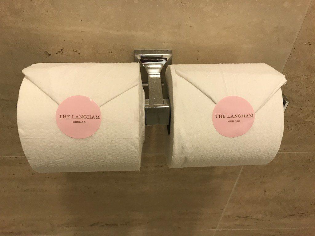 就連衛生紙都有酒店專屬粉紅貼紙,是不是很可愛? 圖文來自於:TripPlus