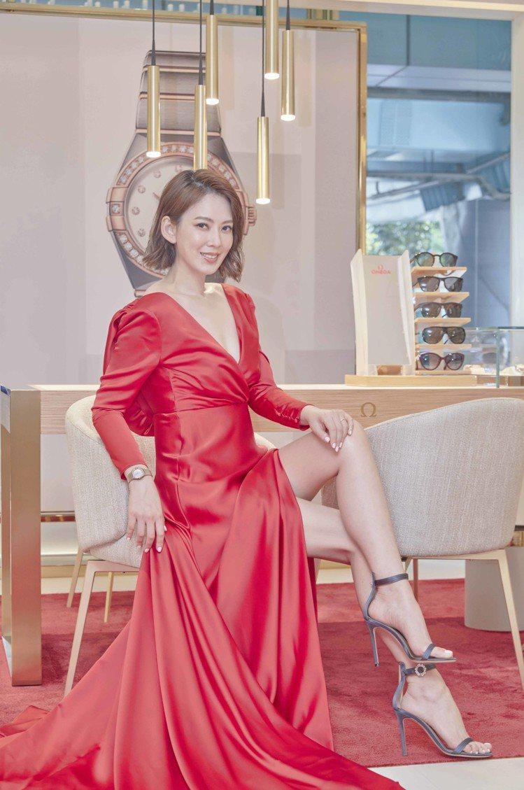 時尚媽咪Melody搶先到全新的歐米茄台北遠東SOGO復興名品店體驗,並配戴全面...
