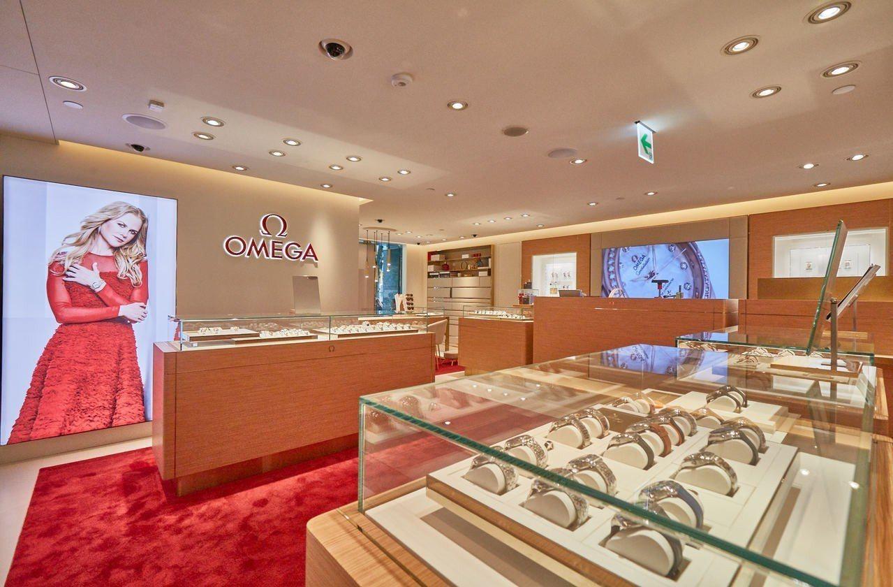 歐米茄台北遠東SOGO復興名品店,是台北首家採用全新概念設計,運用大量原木,點綴...