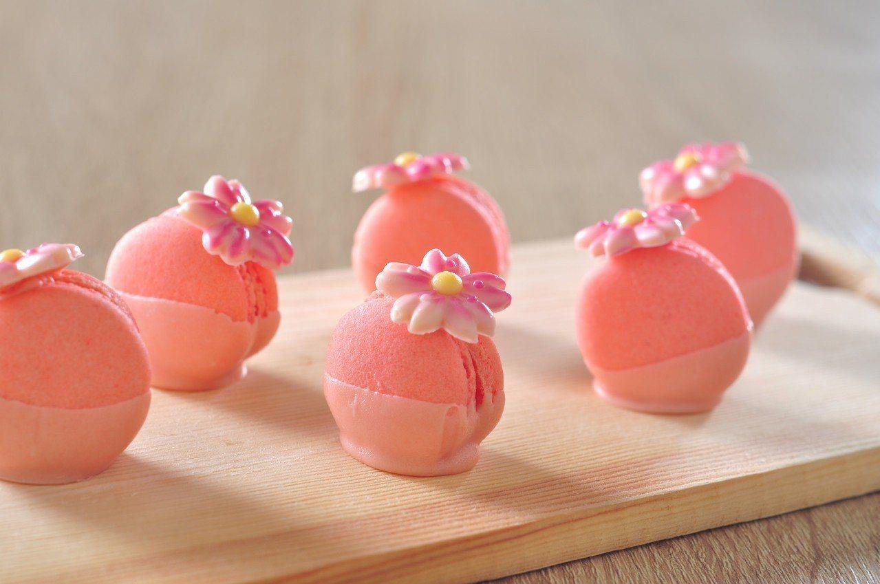 晚餐期間限定的櫻花馬卡龍。圖/台北凱撒提供