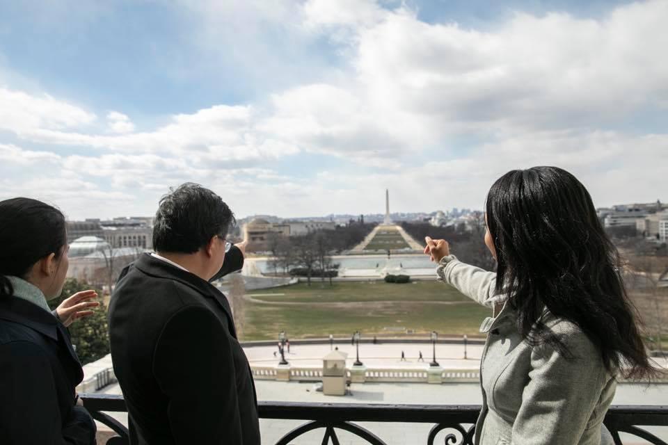桃園市長鄭文燦(左二)訪美,在國會眾議院議長Nancy Pelosi的國安顧問W...