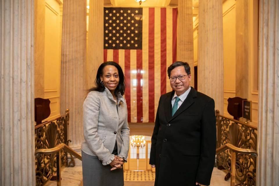 桃園市長鄭文燦(右)訪美,與國會眾議院議長Nancy Pelosi的國安顧問Wy...