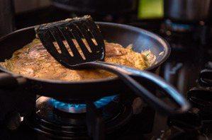 炒雞蛋的油脂較多,熱量也高,想要減肥,請避開這樣的烹煮方式。圖/摘自 pexel...