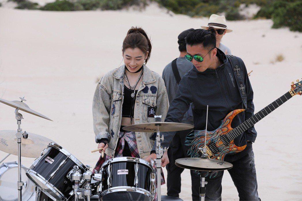 謝霆鋒邀羅小白為新歌MV擔任鼓手。圖/上行娛樂