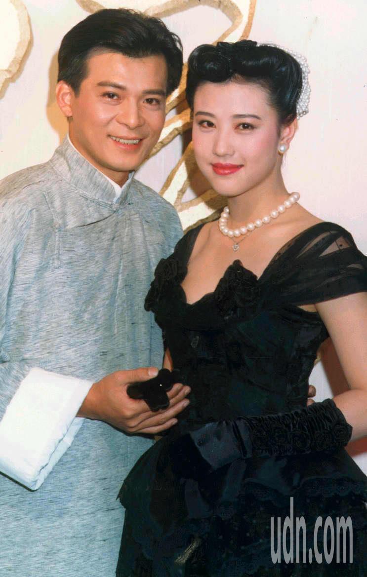 1992年「末代皇孫」男女主角黃日華(左)、周海媚。圖/聯合報系資料照