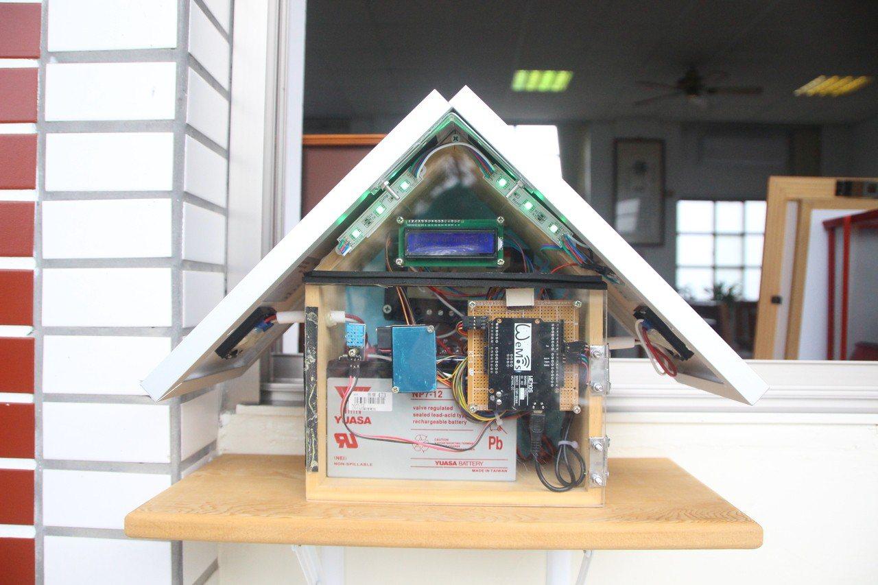 北斗國中自製綠能小屋監測空氣品質。記者林敬家/攝影