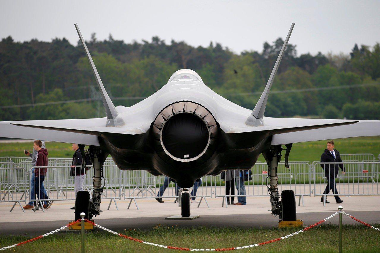 一架F35戰機去年4月25日出現在柏林航空展。路透