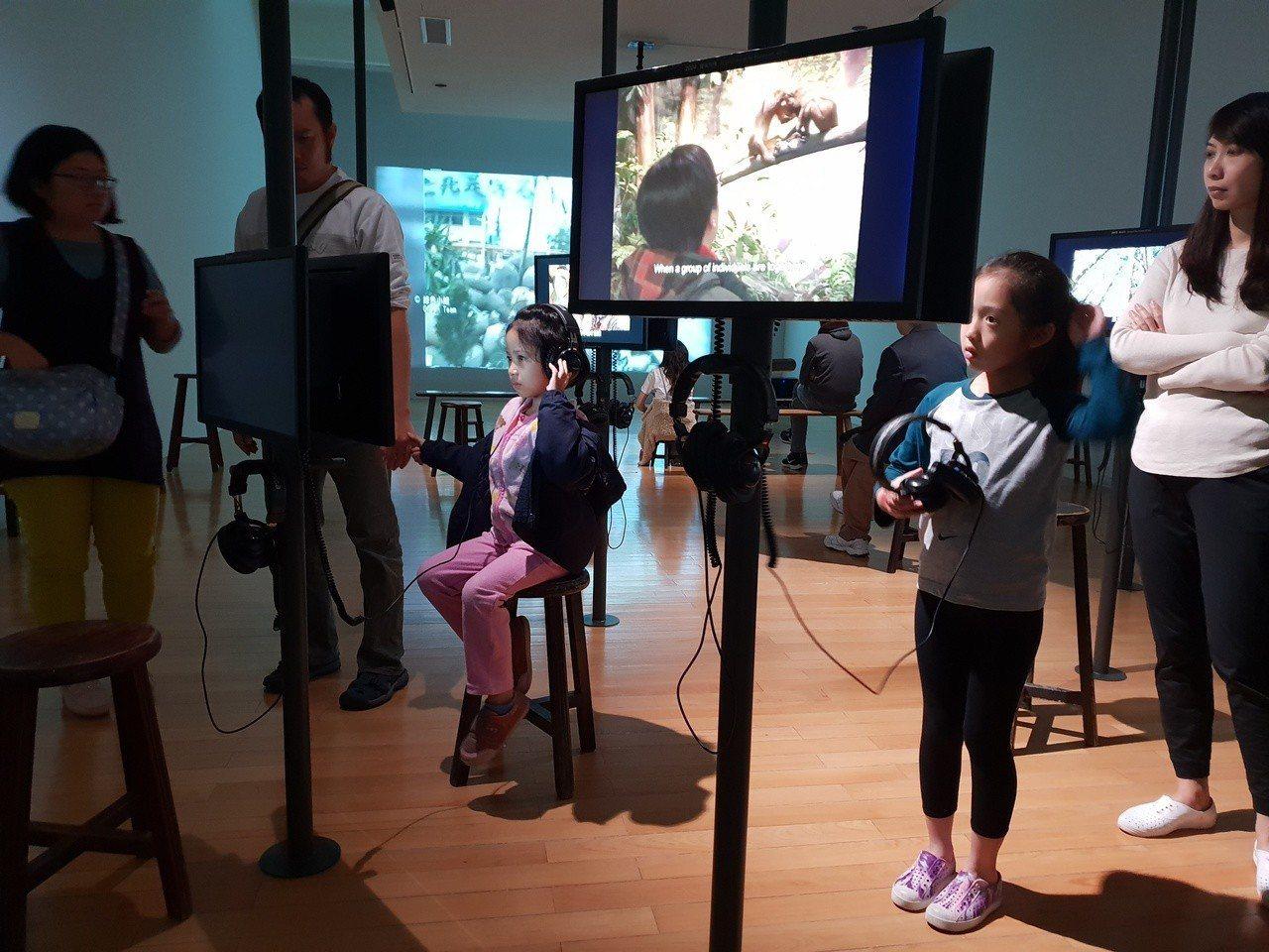 本屆台北雙年展所從環境議題出發,在美術館周遭展開藝術的行動思辨與生態意識的改變,...