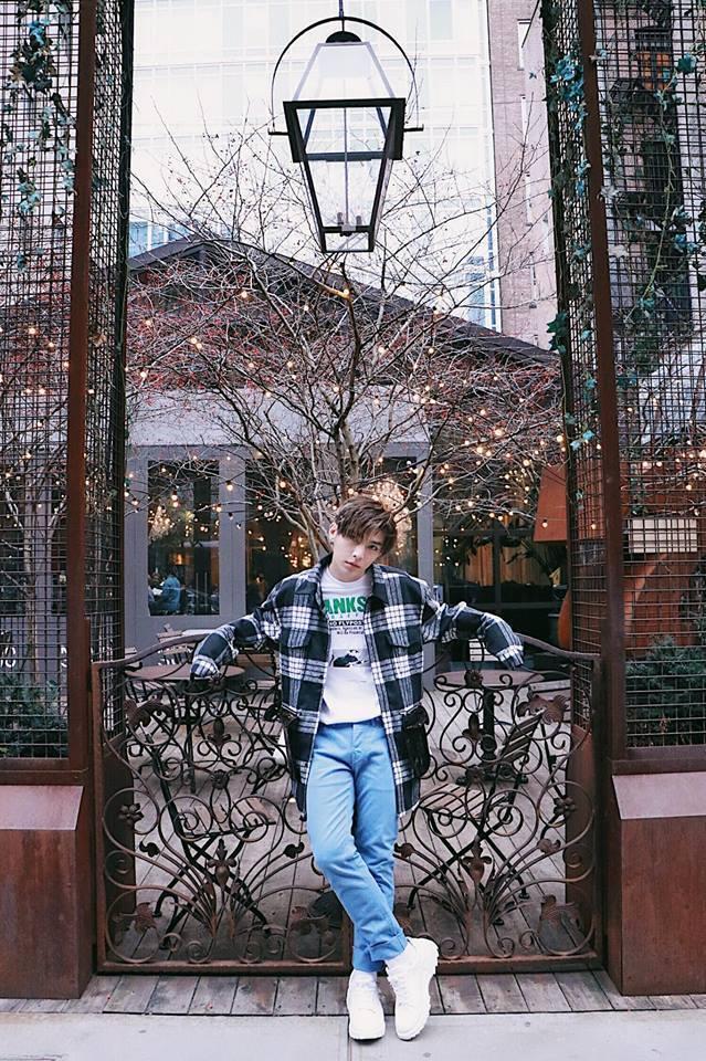 炎亞綸今年接連受邀參與巴黎時裝周與紐約時裝周,留下許多時尚街拍照。圖/摘自炎亞綸...