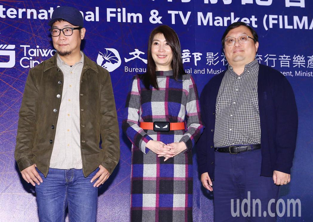 《老大人》導演洪伯豪(左)、監製唐在揚(右)和演員黃嘉千(中)。記者杜建重/攝影