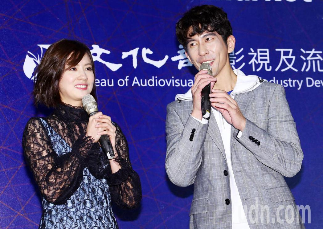 TVBS《天堂的微笑》男女主角修杰楷(右)和林予晞(左)。記者杜建重/攝影
