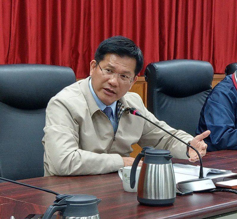 交通部長林佳龍表示,鐵路高架若要一次核定,牽涉龐大的財政負擔,很難在中央審查時過關。記者戴永華╱攝影