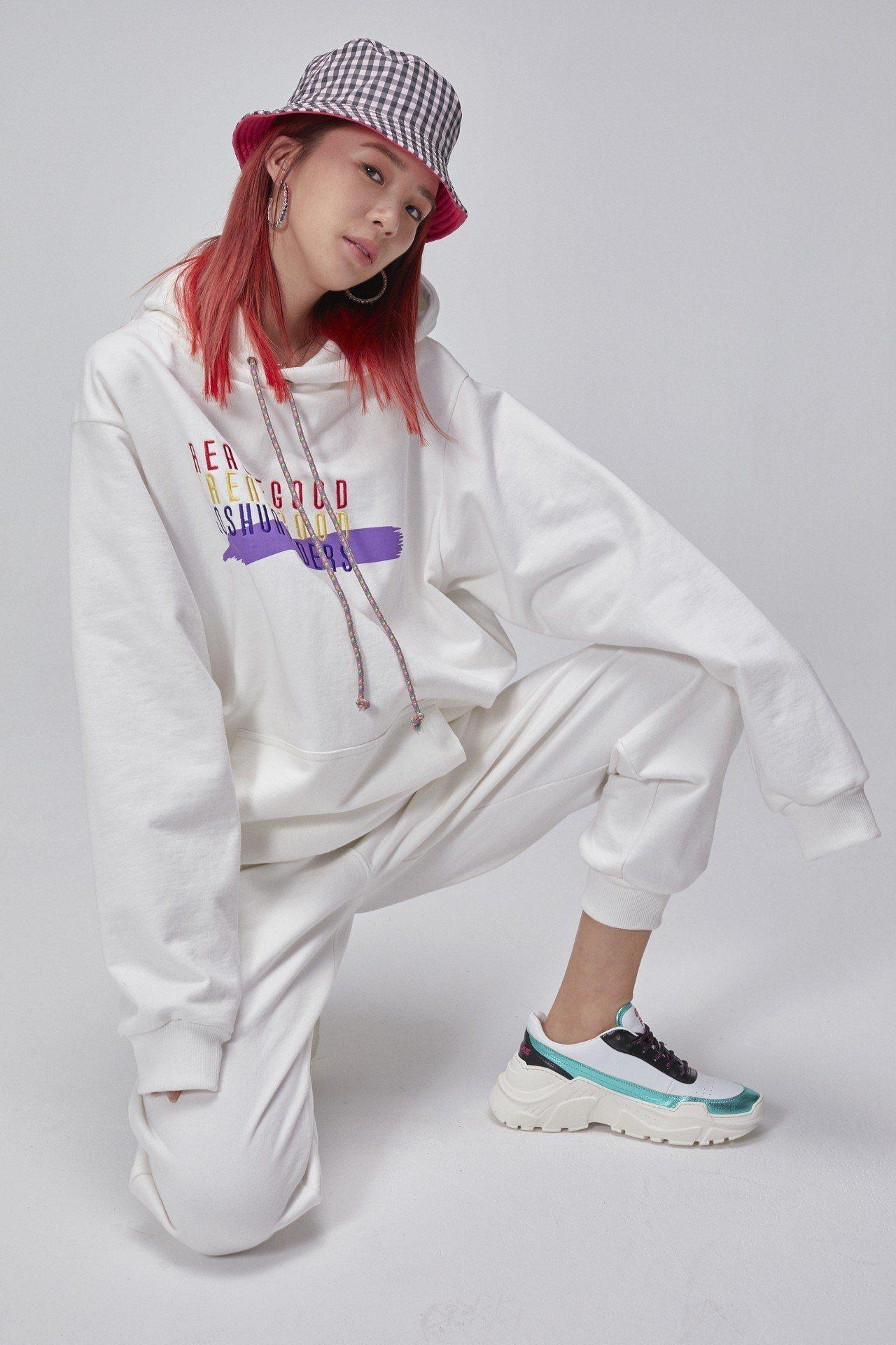 亞洲最強時尚部落客Irene Kim與JASHUAS推出聯名鞋款,由台灣ARTI...