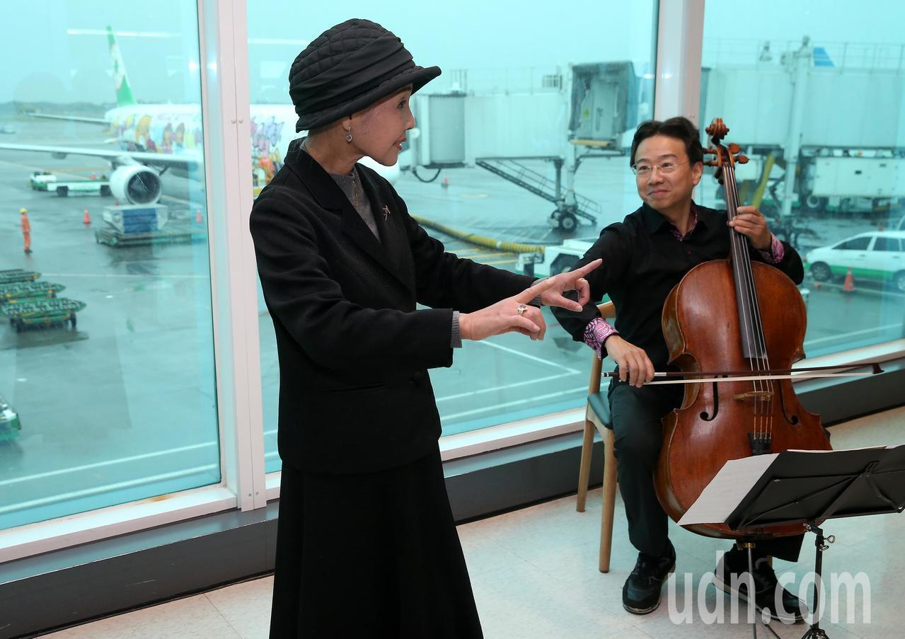 京劇大師朱陸豪、大提琴家張正傑(右)、歌仔戲大師廖瓊枝(左)等3人,7日聯袂搭機...