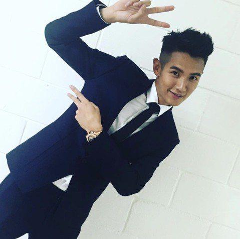 27歲柯震東自演出入圍金馬獎的作品「再見瓦城」後,暫時無新作品,但仍可在社群網站上獲知他的近況,日前他與爸媽及哥哥一家4口到巴黎度假,也開心在IG分享不少照片。近期,他衰捲BIGBANG成員勝利負面...