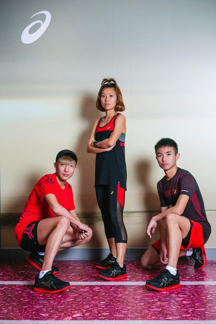 台灣菁英跑者(左起)張智銓、蘇鳳婷、陳威廷出席ASICS METARIDE發表會...