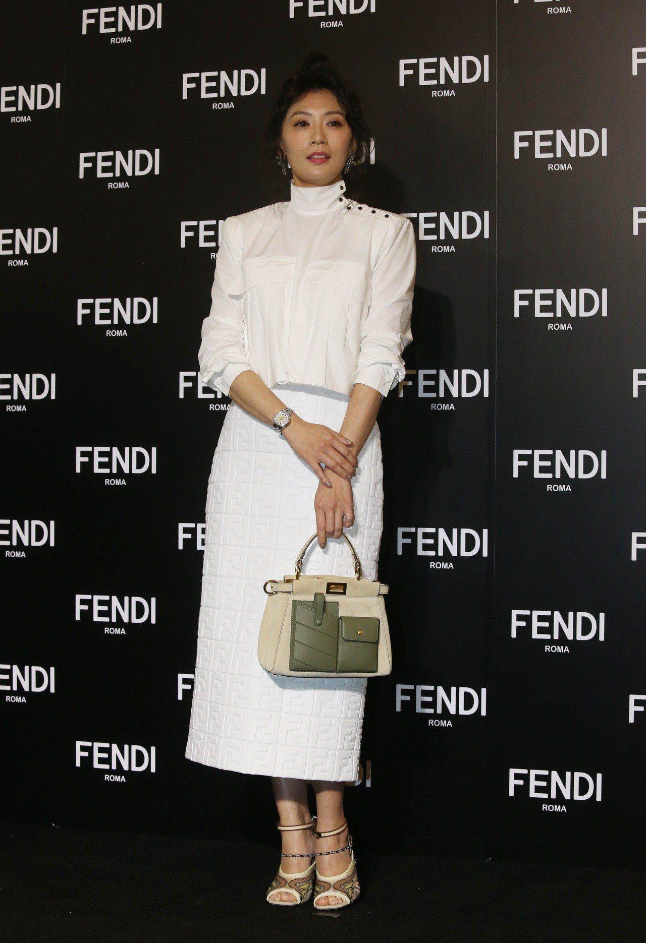 賈靜雯出席FENDI Peekaboo 10周年展覽。圖/FENDI 提供