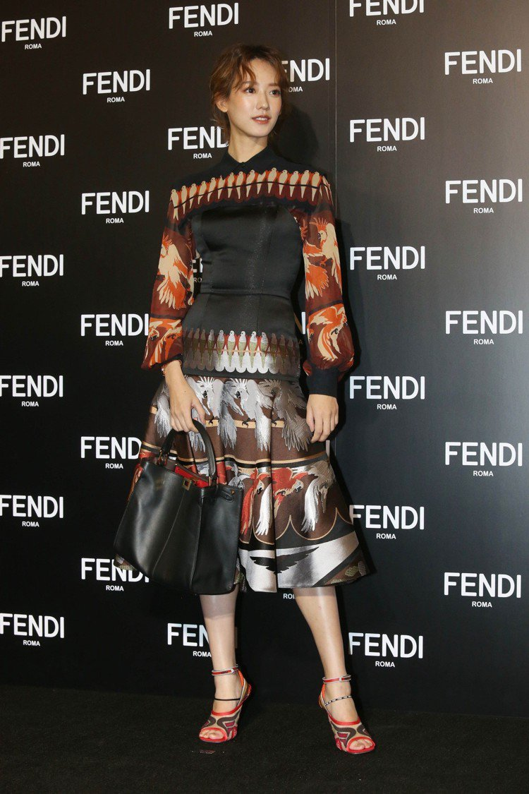 孟耿如身穿春夏洋裝出席FENDI展前開幕活動。記者林俊良/攝影