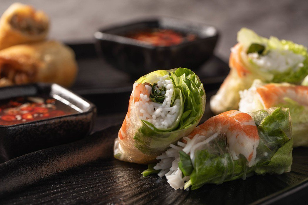 除了鍋物,店內還提供越南生春捲等料理。 圖/中保集團提供