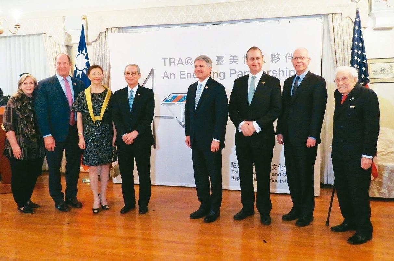 駐美代表處6日於雙橡園舉行「台灣關係法」立法40周年啟動發表會,不僅由美國在台協...