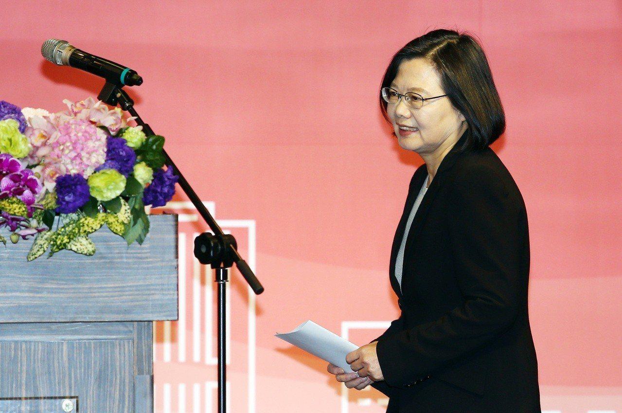 民進黨去年底敗選後,蔡總統改以「辣台妹」風格辣嗆中共。 圖/聯合報系資料照片