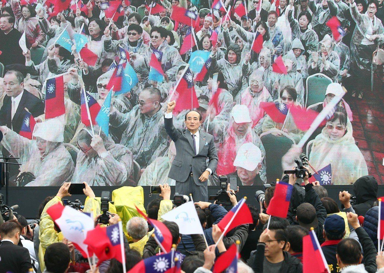 國民黨立委王金平昨天在一片國旗旗海簇擁下大出場,被認為複製韓國瑜經驗,向深藍招手...