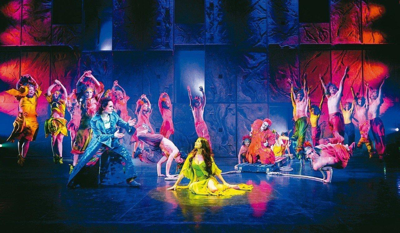 「鐘樓怪人」是一齣舞蹈能量大、動作速度快的演出,寬闊的舞台將可讓編舞更完整呈現。...
