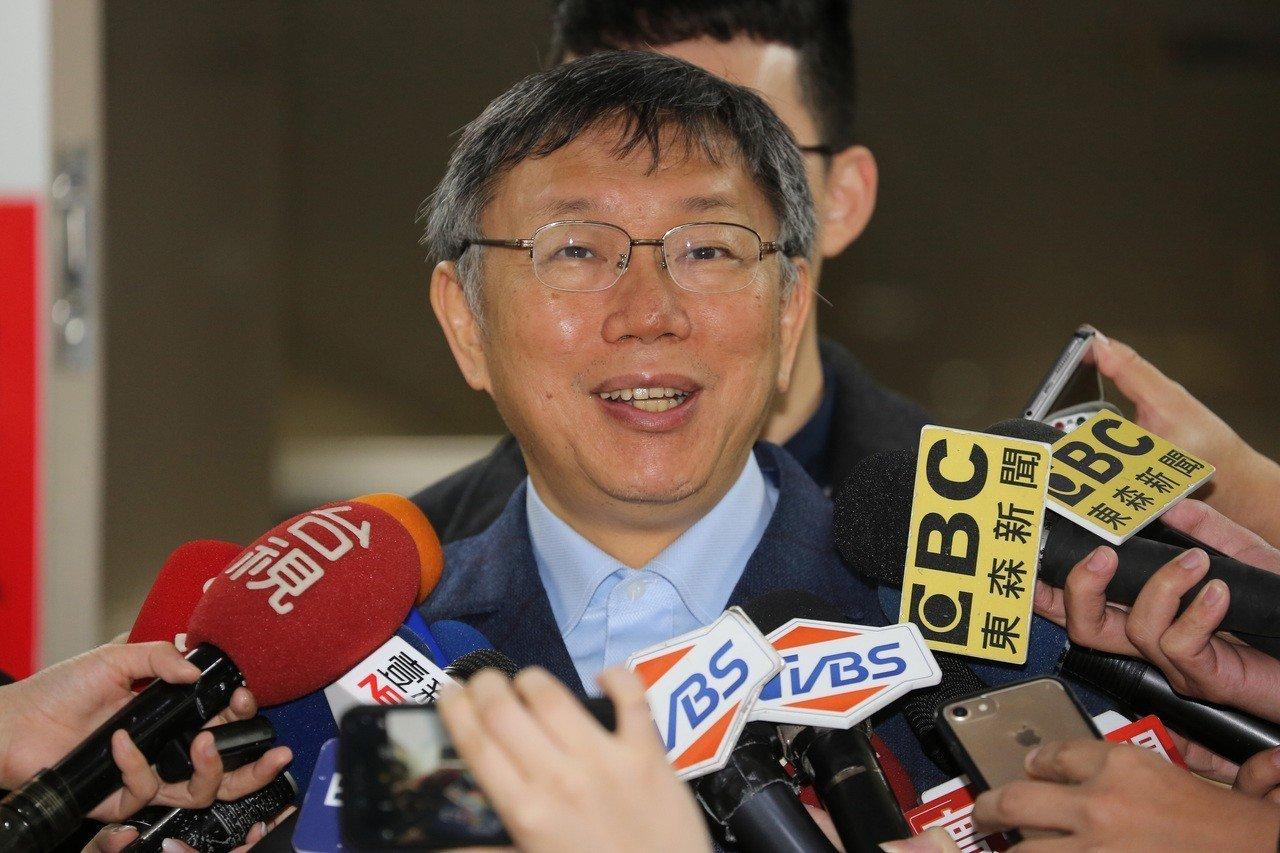 台北市長柯文哲在市府針對媒體提出的時事問題做出回應。 記者徐兆玄/攝影