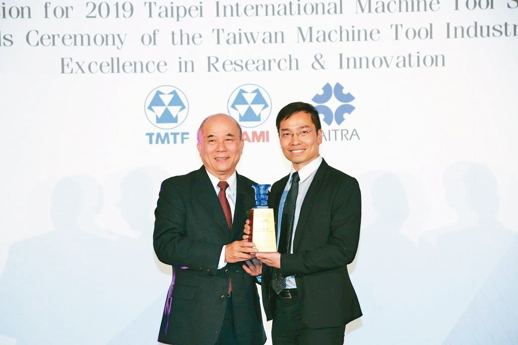 ↑慶鴻機電HD886L高速銑削放電複合機,奪下工具機研究發展創新產品競賽特優獎,...