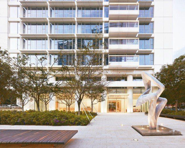 「琢白」處處有藝術品,一樓公共空間開放。 圖/陳立凱攝影、大陸建設提供