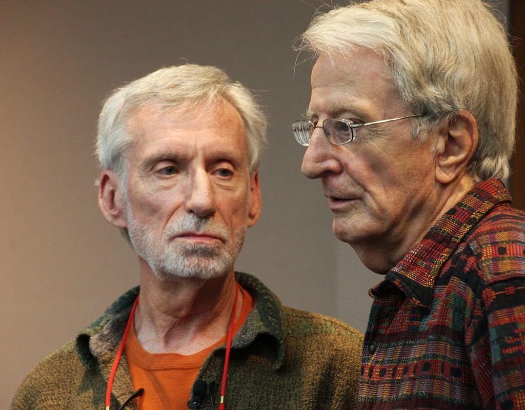 麥康奈(Michael McConnell,圖左)與貝克(Jack Baker,...