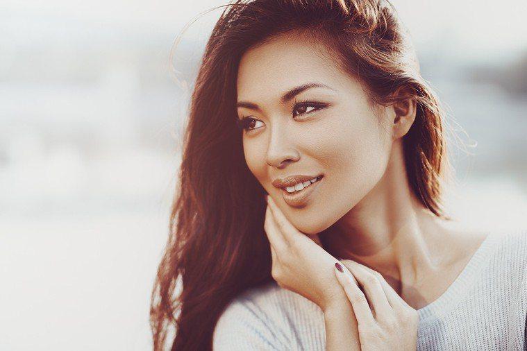 女性平均壽命高於男性,好好保持健康,才能在長壽時代有較好的生活品質。 圖片/in...