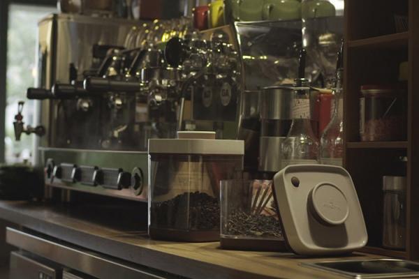 咖啡保存可利用真空保鮮收納盒,妥善隔絕濕氣可保存更久。 圖/陳家偉(台灣好食材提...