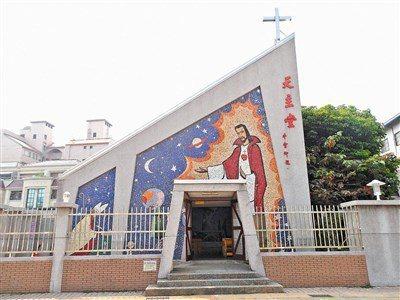 畢神父生前在嘉義市省道台一線旁,蓋有「南台灣最美麗教堂」稱譽的市天主教聖奧德教堂...