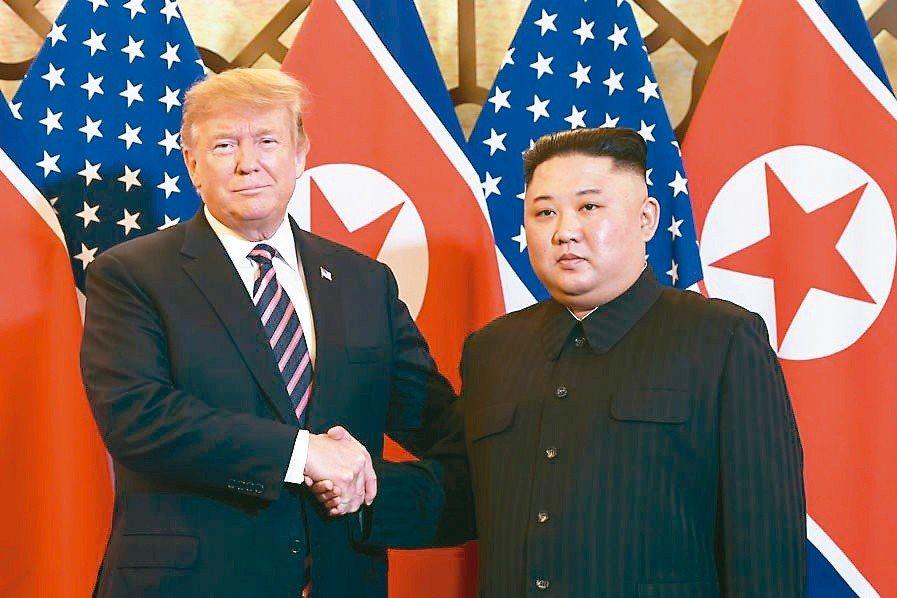 美國總統川普(左)與北韓領導人金正恩上月舉行「川金二會」。法新社