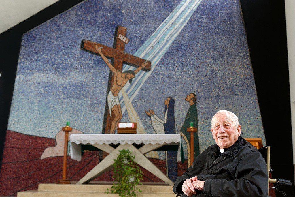 醫療奉獻獎得主雲林虎尾若瑟醫院創辦人、荷蘭神父畢耀遠今天凌晨安息主懷,畢神父生前...