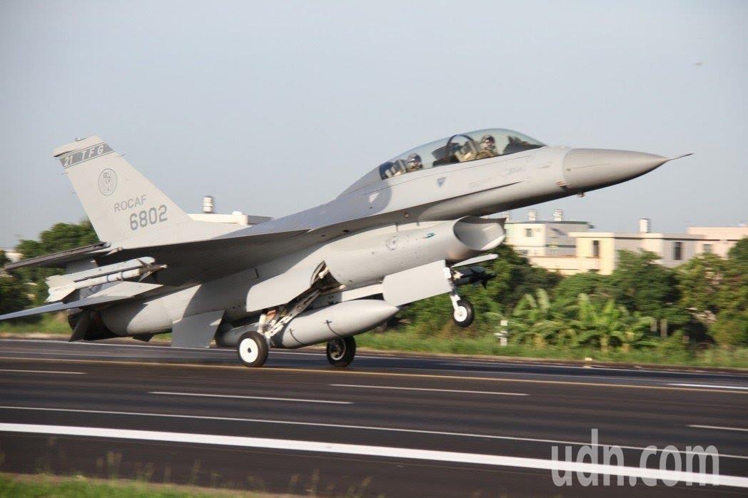 我國向美方遞交要價書,決定增加採購66架F-16V型戰機,有網友認為F-16航程...