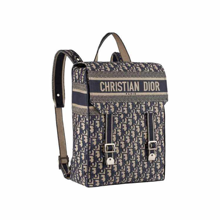 Dior Oblique 藍色斜紋刺繡帆布後背包、120,000元。圖/Dior...