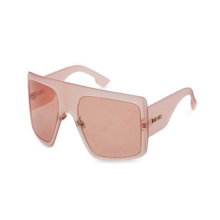 Dior DiorSoLight1面罩式裸色墨鏡、14,500元。圖/Dior提...