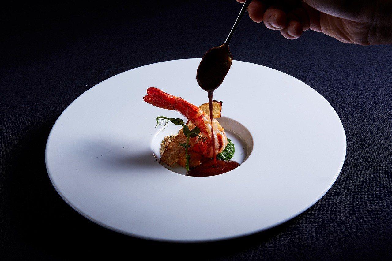 A CUT推年度首發新作「香煎虎蝦」。圖/台北國賓提供
