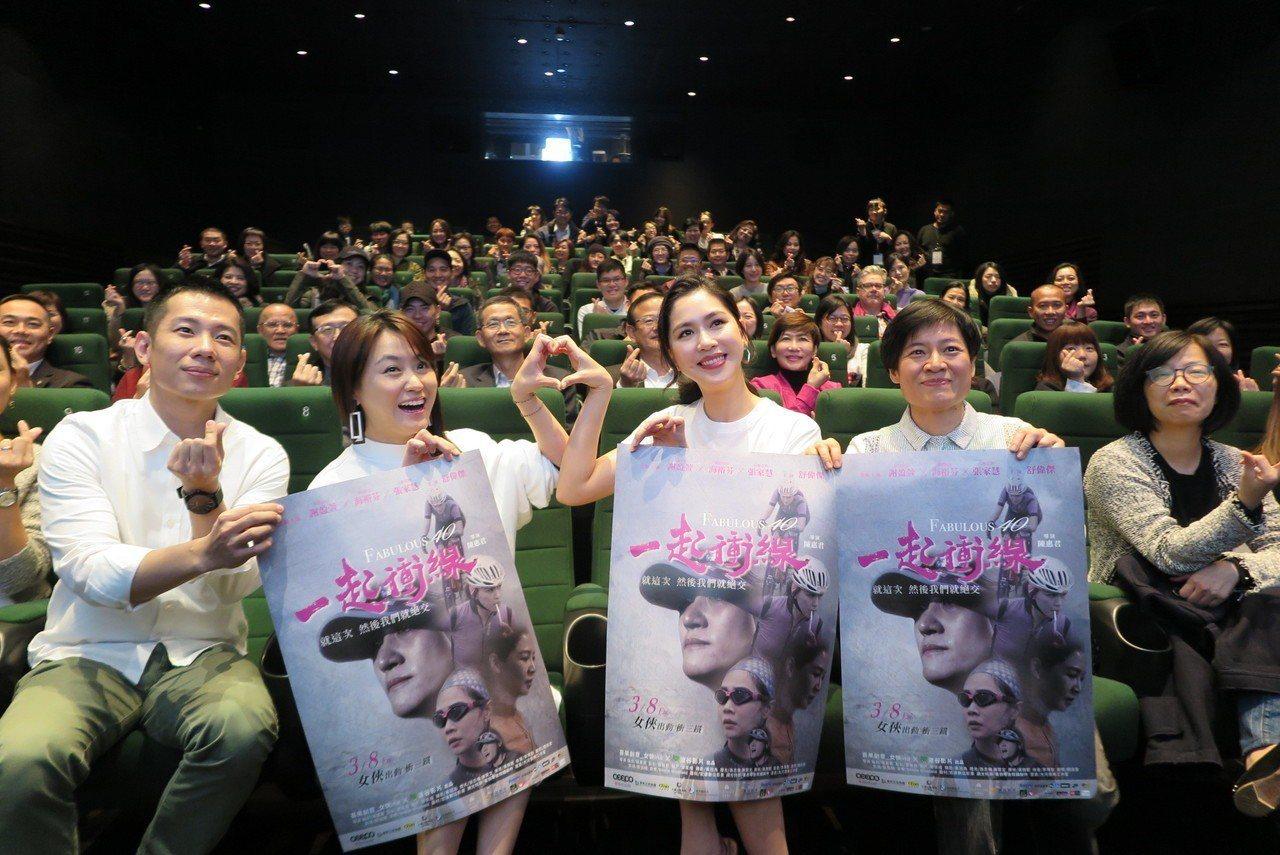 主演海裕芬(左二起)、張家慧及導演陳惠君。記者毛琬婷/攝影