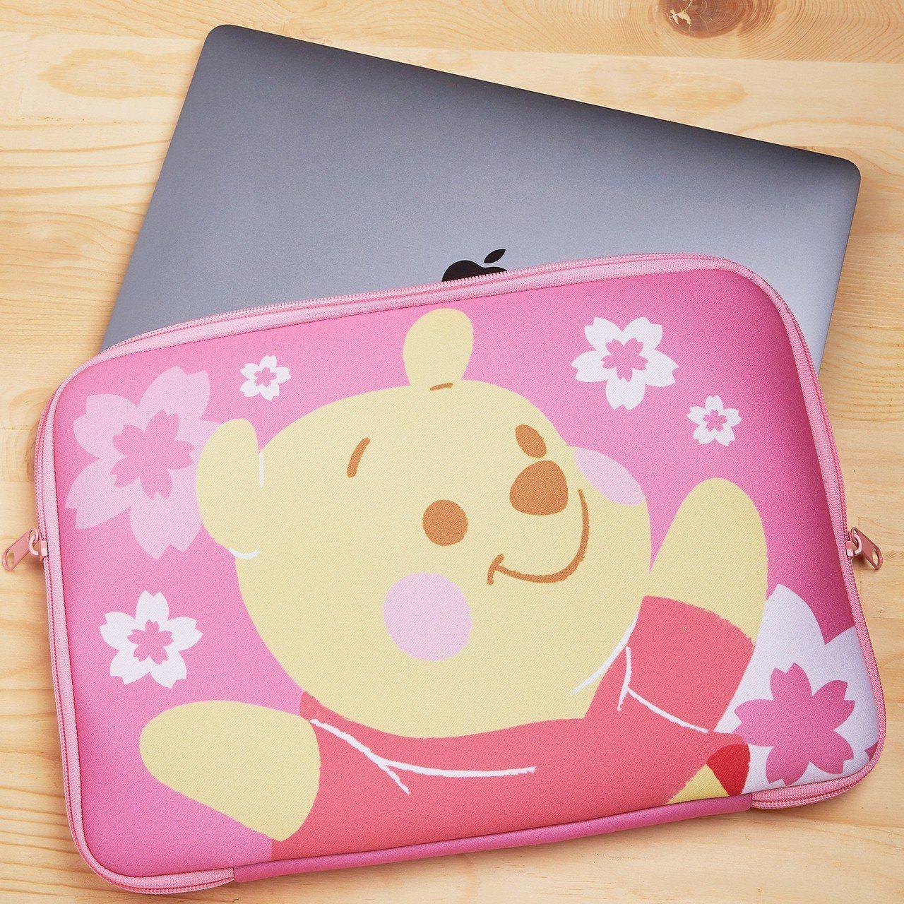 小熊維尼系列筆電包(櫻花限定版),適用14吋以下薄型窄邊框筆電、平板,售價599...