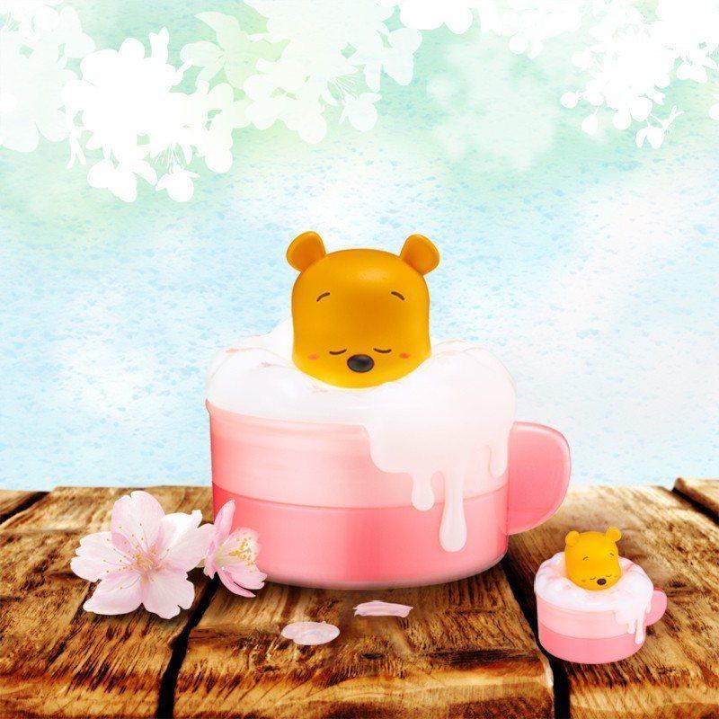 小熊維尼泡泡歐蕾小夜燈收納盒(櫻花限定版),售價499元,3月20日起7-ELE...