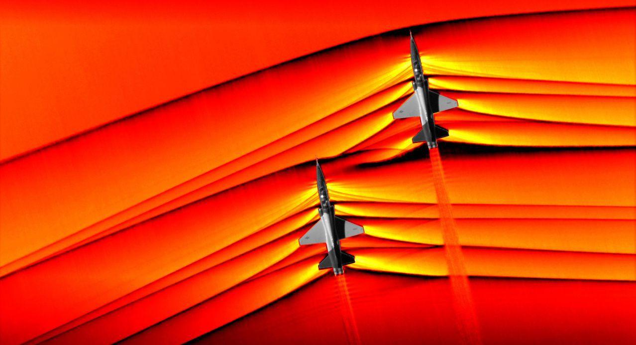 NASA在大約30,000英尺的高度捕捉到圖像,顯示兩架飛機衝擊波產生了令人著迷...